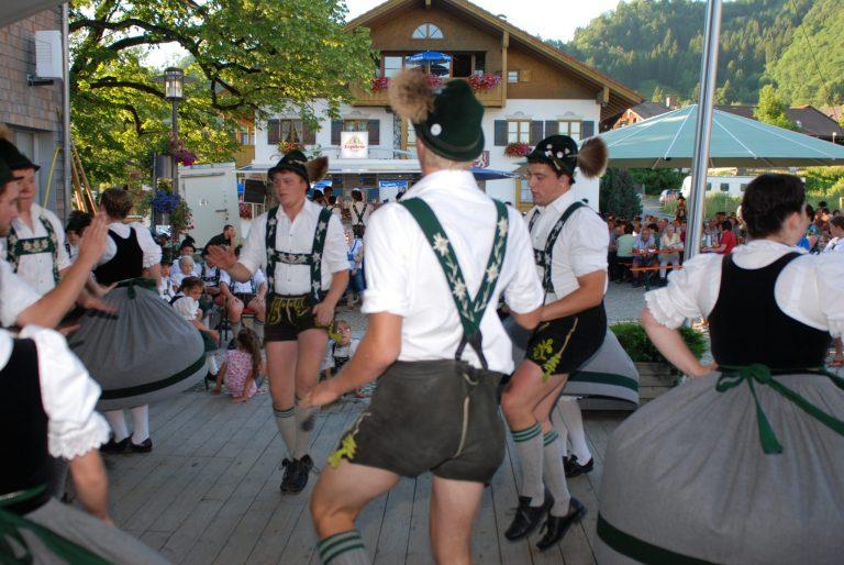 Dorfabende am Dorfplatz