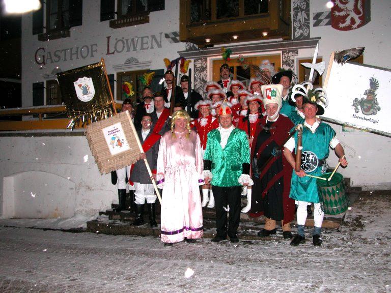 Fasnachtsbälle und Burgberger Nachtumzug